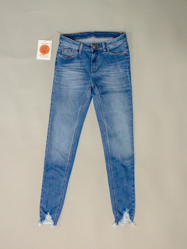 HARDY MID BLUE CROPPED