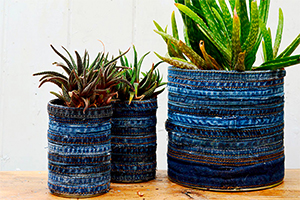 DIY ideas: how to create a handmade pot with recycled jeans